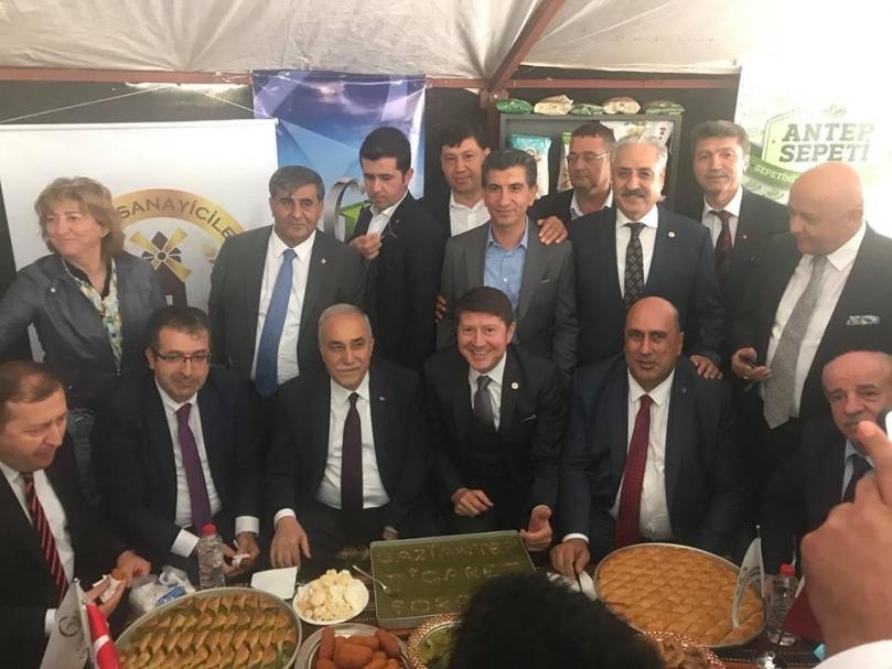 Bakan Fakıbaba'dan Gaziantep standına ziyaret