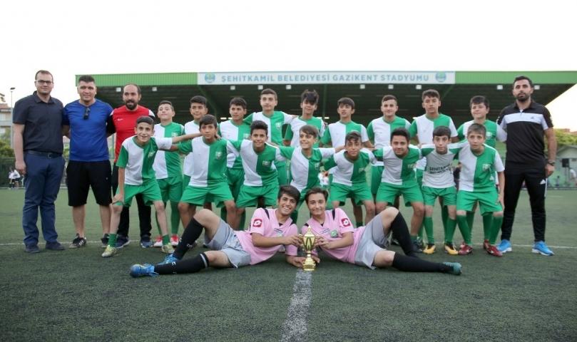 Yeşil sahada 1 sezon 5 şampiyonluk