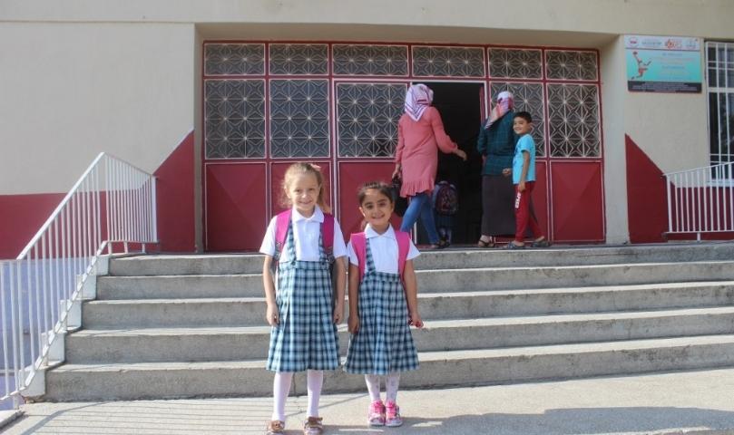 Küçük öğrenciler için okullar bugün açıldı