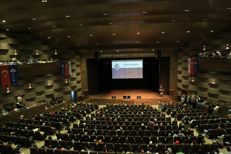 Yeni üniversiteler oryantasyon ile üniversite hayatına adım attı