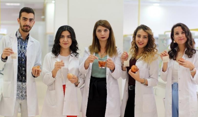 Üniversite öğrencileri soğan kabuğundan çay üretti
