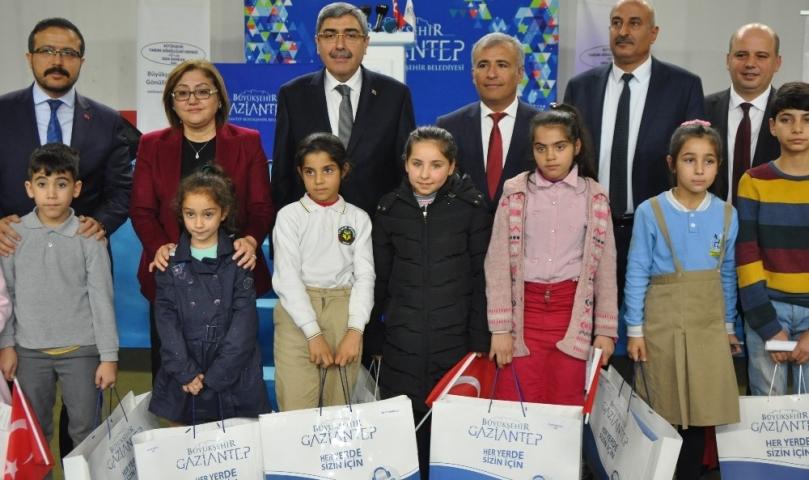 6 bin 300 Öğrenciye Okul Kıyafeti Yardımı