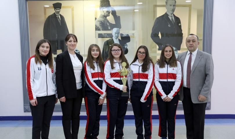 Sanko Okulları Yıldız Kızlar Tenis Takımı İl Birincisi Oldu