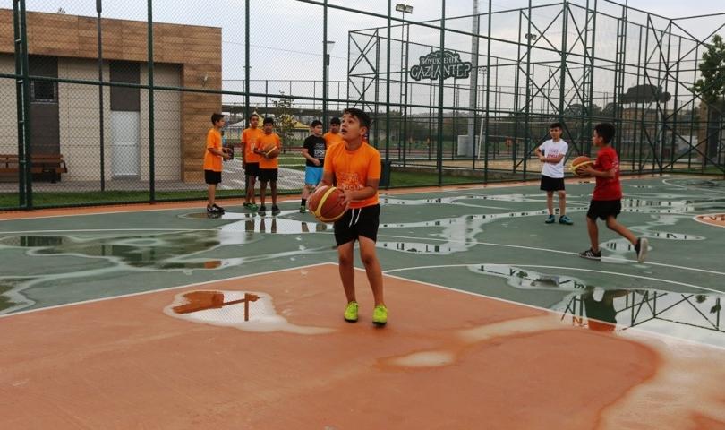 Genç basketbolcular Büyükşehir'de yetişiyor