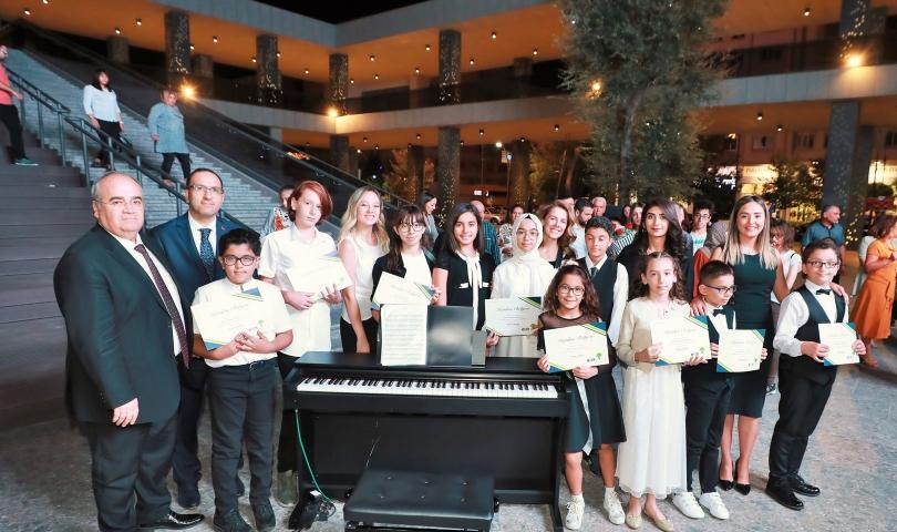 Vali Gül, ŞSM'deki Açık Hava Piyano Konserini dinledi