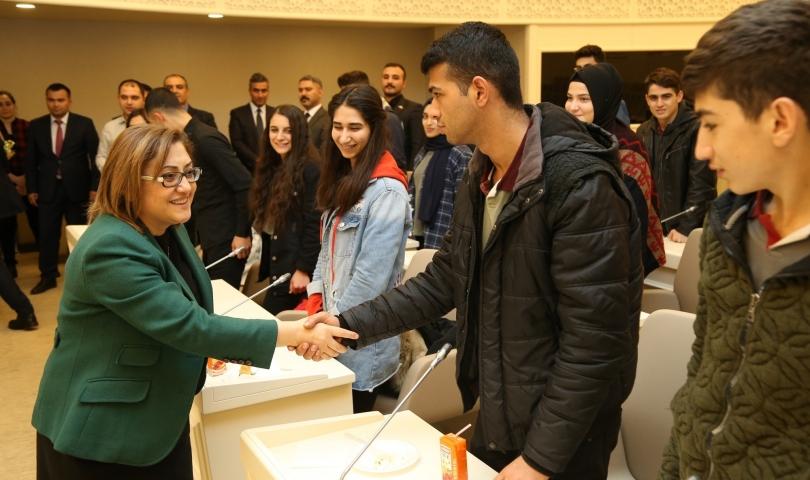 """Başkan Şahin, """"Her Zaman Birlikte"""" projesi kapsamında öğrencilerle buluştu"""