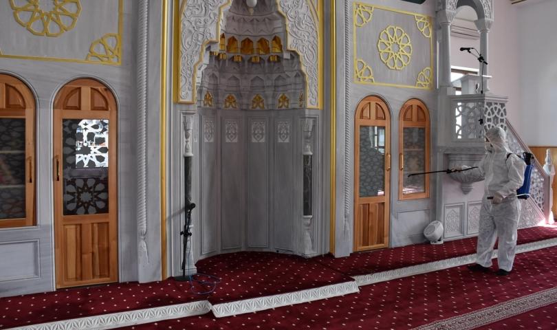Büyükşehir, camileri ve mescitleri dezenfekte etti