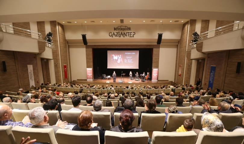 Büyükşehir, 27 Mart Dünya Tiyatro Günü'nünde Şehir Tiyatrosunu kurdu