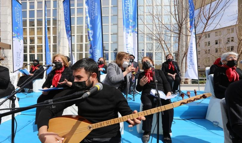 Açık hava konserinde Başkan Fatma Şahin, Antep türküsü söyledi