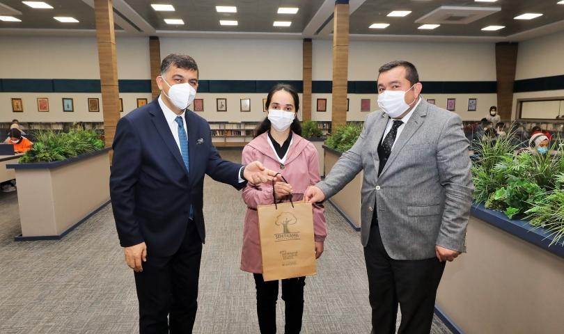 Başkan Fadıloğlu, 25 bininci öğrenciyi ödüllendirdi